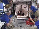 La misión 'Crew-2' ya está en la Estación Espacial Internacional, tras un acoplamiento exitoso de la cápsula de SpaceX
