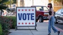 Se violan derechos constitucionales: las críticas a ley en Texas que complica el registro de votantes