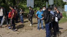 Albergues para migrantes en el sur de México están abarrotados y muchos se están viendo obligados a dormir en la calle