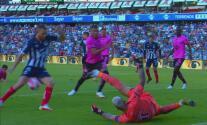 ¡Por poco regala el empate! Aguerre suelta el balón y Janssen no anota