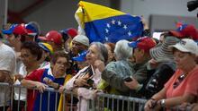 """""""Lo logramos"""": venezolanos en Doral alzan sus voces en celebración por TPS que otorgará el gobierno de Biden"""