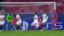 ¿Era mano? El VAR revisó un posible penal para Sevilla