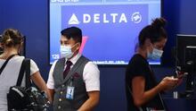 Aerolínea Delta anuncia medidas para sus empleados que no estén vacunados contra el coronavirus