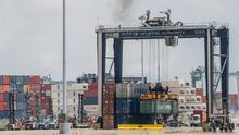 """""""Pierdo viajes, me cuesta dinero"""": camionero del norte de Texas sobre situación en el puerto de Houston"""