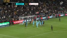 Tristan Blackmon se eleva para conectar de cabeza y anotar el segundo de LAFC