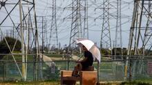 Más de 3,700 clientes, afectados por apagones en el condado Fresno a causa de las lluvias