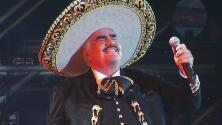 Familia de Vicente Fernández está en cadena de oración y consternados por las falsas noticias sobre el cantante