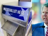 Brian Kemp firma proyecto de ley electoral que dificulta el acceso al voto en Georgia