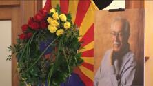 Decenas de personas se reúnen para homenajear al excongresista Ed Pastor