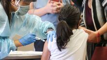 ¿Qué efectos secundarios pueden presentar menores de 12 años que se vacunen contra el coronavirus?