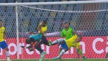 ¡Enner Valencia es una locomotora! Atropella a dos jugadores de Brasil