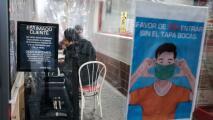 """""""Nos va a afectar"""": comerciantes en Nueva York sobre medida que exigiría prueba de vacunación a clientes"""
