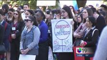 Trabajadores sociales protestan en apoyo a los inmigrantes