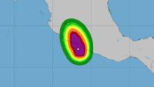 El huracán Rick toca tierra en la costa del Pacífico mexicano con vientos máximos de 105 millas por hora