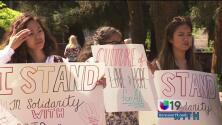 Universitarios de Sacramento protestan contra racismo y discriminación