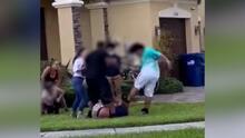 Arrestan a dos padres que se involucran en pelea de su hijo y también golpean a una abuela