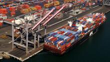¿A qué se debe el atasco de barcos con suministros en puertos del sur de California? Te explicamos