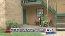 Residentes de Granbury afectados por las lluvias evalúan daños a sus bienes