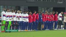 ¡Con el corazón en la mano! Team USA y El Salvador entonan los himnos