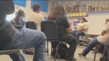 Primer día de clases presenciales para estudiantes en Stockton