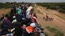 Así es el día a día de centenares de integrantes de la caravana de migrantes a bordo de 'La Bestia'