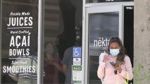Pronto se podría eliminar el mandato de uso de mascarillas en interiores en el condado de Sacramento