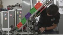 Programa en California busca que jóvenes hispanos se interesen en carreras de ingeniaría, matemáticas y ciencia