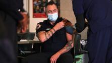 Bomberos de Nueva York convocan a una protesta por la orden de vacunarse contra el covid-19
