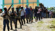 Autodefensas toman un pueblo, queman casas y secuestran a varias personas en México