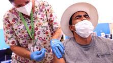 """""""Si no se vacunan nos vamos a encontrar en alerta roja"""", advierten autoridades en condado Harris"""