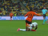 Terrible lesión: Rodilla de Traoré se dobló de forma dramática