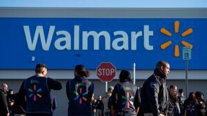 Walmart pagará la universidad a sus trabajadores, una estrategia para que no se vayan
