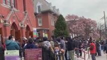 Con esperanza y fe en tiempos de pandemia, así vivieron cientos de personas en Queens el Domingo de Resurrección