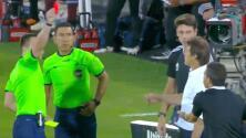 ¡Insólito! Expulsan al traductor de Almeyda por reclamos al árbitro