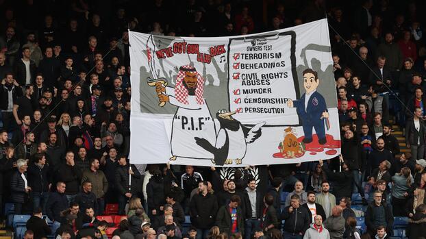 Aficionados de Crystal Palace atacan a Newcastle por nuevos dueños