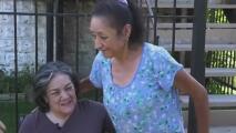 Desde Chicago, una hija agradecida sorprendió a la vecina que siempre la ayuda a cuidar a su mamá
