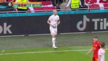 ¡GOL!  anota para Dinamarca. Joakim Maehle