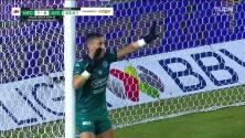 ¡TIRO ATAJADO! disparo por Julián Quiñones.