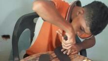 Este joven venezolano perdió su único par de zapatos y lo convirtió en un exitoso negocio de chanclas
