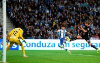 El mega zambombazo del 'Tecatito' Corona no bastó para poner líder al Porto en Portugal