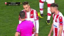 ¡Tarjeta Roja! Milan Rodic recibe la segunda amarilla y se va del juego.