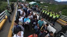 Miles de venezolanos cruzan la frontera con Colombia en busca de alimento