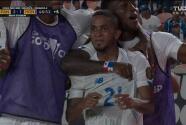 ¡Voltereta de Panamá! César Yanis remata solo y anota el 2-1