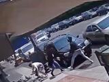 Ladrones asaltan a mujeres en el barrio chino de Oakland y balean a un hombre que intentó detenerlos