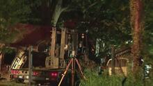 Una mujer muere cuando un camión robado choca contra una casa en el noroeste del condado de Harris
