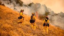 Vientos en el norte de California disminuyen y dan una tregua a los bomberos para que puedan controlar los incendios