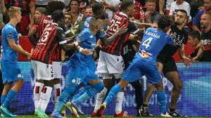 Quitan puntos al Niza tras la pelea de sus fans contra el Marsella