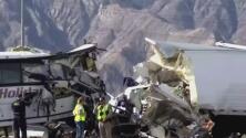 Sobrevivientes siguen conmocionados por el brutal accidente de bus turístico en California