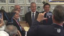 Líder del exilio cubano recibe reconocimiento de manos del Gobernador de la Florida