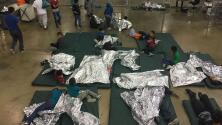 """""""Es posible que algunos de estos niños van a ser huérfanos de por vida"""": No pueden localizar a los padres de más de 500 niños separados en la frontera"""